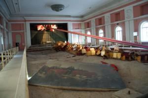 Installation im Theatersaal, zur Manifesta 10, in ehemaliger Kadettenschule, 15.07.2014