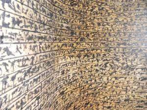 BRIEF III, 2006, Rohrfeder, Fett-Tusche, Pigmente auf Papier 3,25 x 1,33 m, Galerie F92: Detail der Rauminstallation