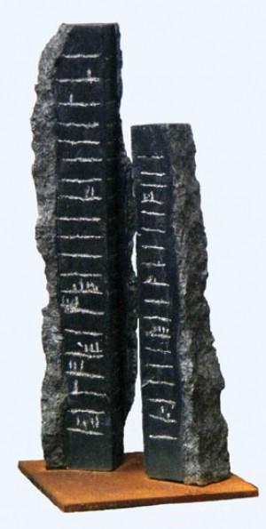HAMMURAPI, 2003, 2 Säulen, Granit, 9 x 7 x 46 cm und 11 x 10 x 58cm