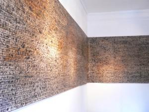 BRIEF VIII, 2006, Rohrfeder, Fett-Tusche, Pigmente auf Papier 1,33 x 7,80 m, Galerie F92: Detail der Rauminstallation