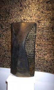 Torso -Schriftzeichen-Stele-, 2007, Porenbeton, Fett-Tusche, Pigmente, Öle, 60 x 24 x 30 cm -H x B x T-