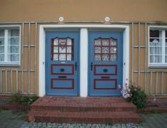 Piesteritz, Schillerplatz, Hauseingänge, 03.10.2014, LWi-0077