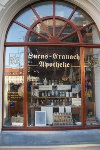 Schloßstr. 1, Cranach-Apotheke vor Cranach-Hof, 03.10.2014, LWi-0043