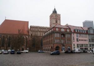 Frankfurt/Oder, Marienkirche (Baubeginn 1253) und Markt von Norden