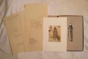 """u.a. """"Nußknacker"""", Künstlerbuch-Objekt mit einer 2-Farb-Radierung von E. Hartwig und dem Gedicht von J. Bobrowski"""