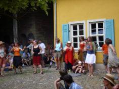 Klezmertanz im Hof, Rudolstadt, Juli 2010