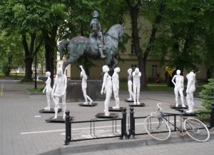 neue und alte Skulpturen im Hof, Kunst-Universität, ul. Traugutta, Nowy Swiat, 15.05.2016