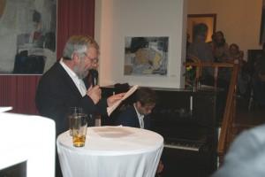 Thomas Schubert hält Laudatio, Lukas Natschinski am Klavier, Foto: B. Lau