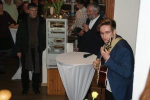 Lukas Natschinski an der Gitarre
