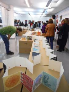 Interessierte Ausstellungsbesucher, Foto: Costella