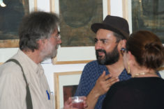 Xavier Scherenberg und E. Hartwig im Gespräch, Ausstellungseröffnung, Galerie 910, Oaxaca-Stadt, 29.07.2017, Foto B. Lau