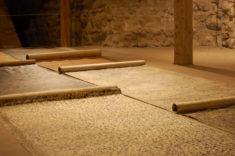Bodeninstallation, 7 BRIEFE, Galerie Burg Klempenow, Burgsaal, 12.10.2017