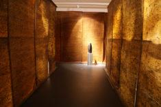 """Rauminstallation """"Archiv . Streng geheim!"""" . AUFZEICHNUNGEN . BRIEFE, Skripturale Malerei, Museum Kulturquartier Neustrelitz"""