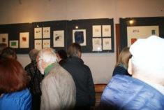 Ausstellungseröffnung, Gäste in Galerie, Foto: B. Lau